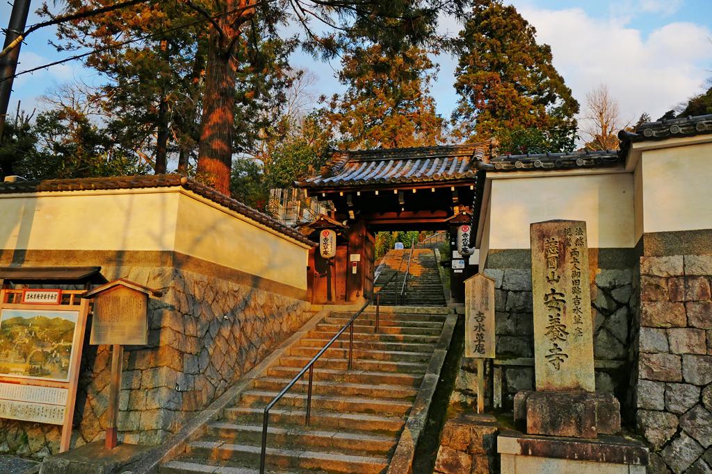 東山の安養寺の写真素材