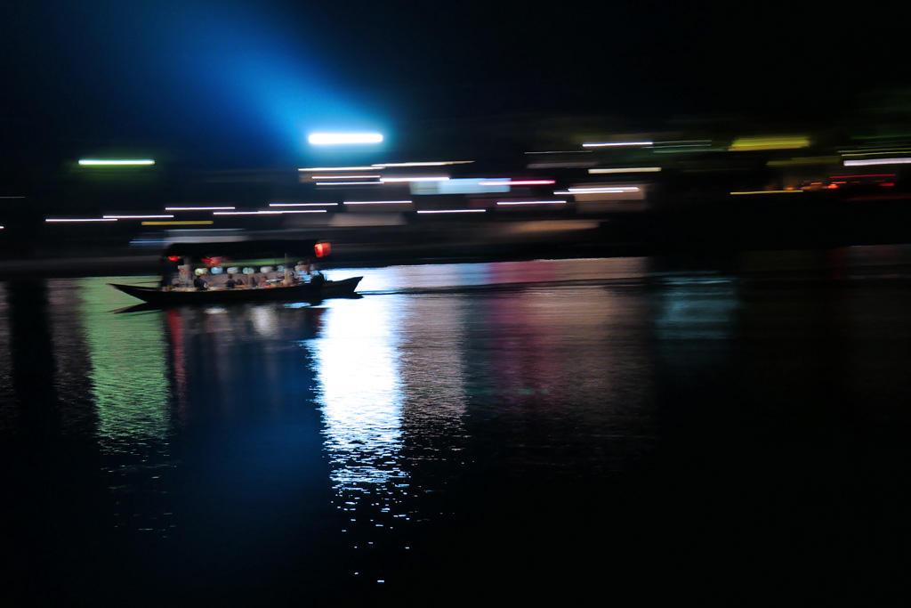 嵐山渡月橋 屋形船の写真素材