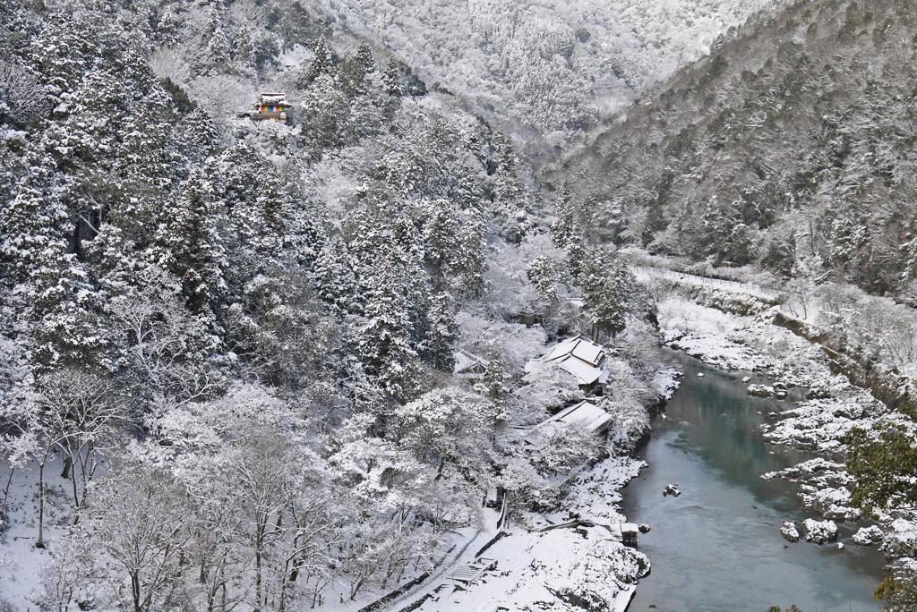 大悲閣千光寺の雪景色の写真素材
