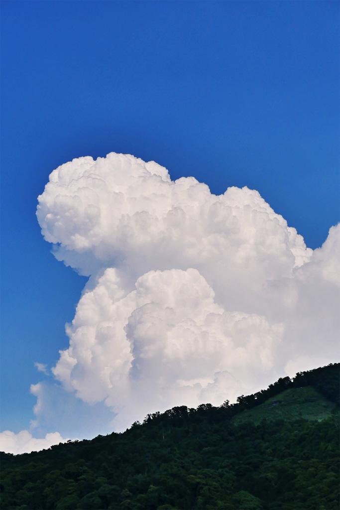 大文字山と入道雲の写真素材