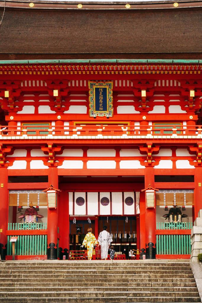 伏見稲荷大社の楼門の写真素材