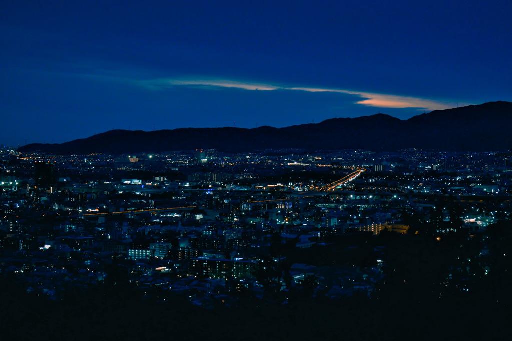 伏見稲荷大社の夜景写真素材