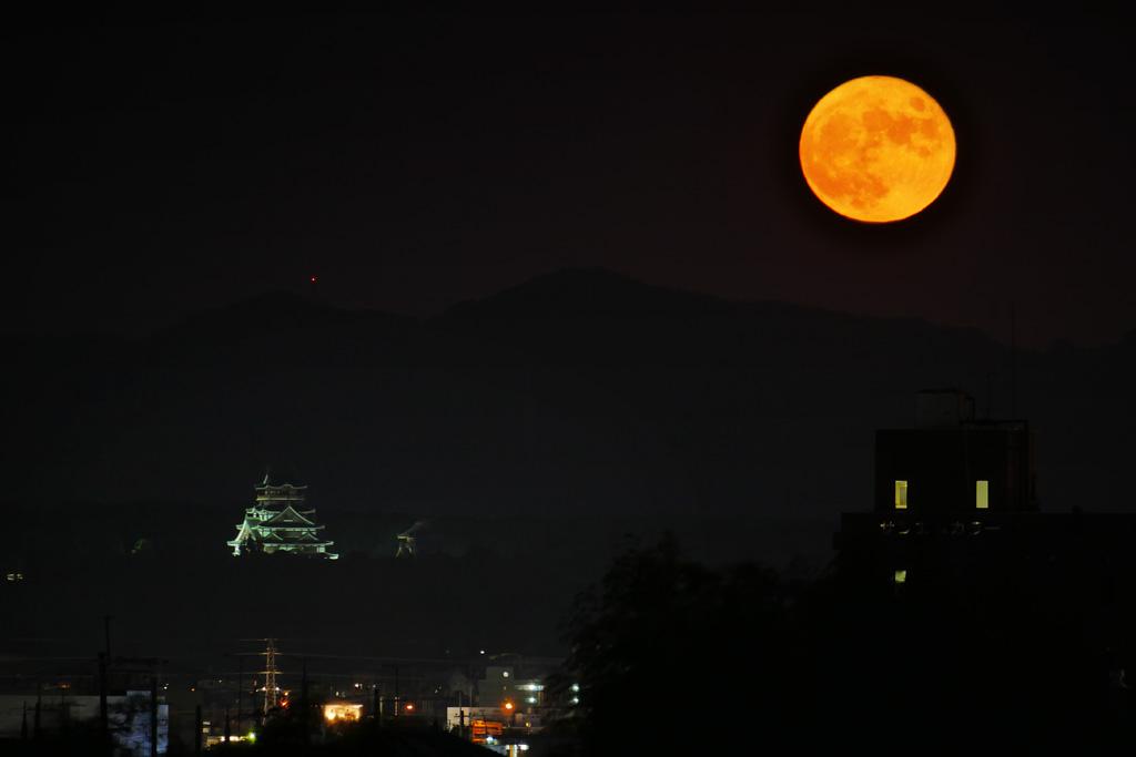 満月と伏見桃山城の写真素材