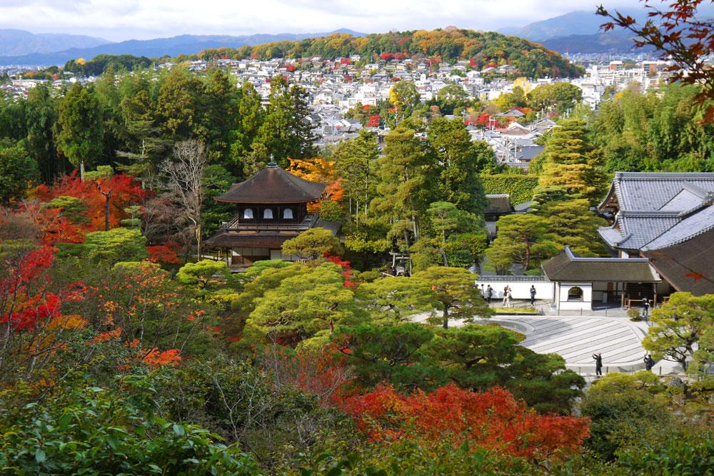 銀閣寺の紅葉の写真素材