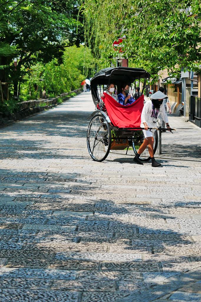 祇園白川の人力車の写真素材