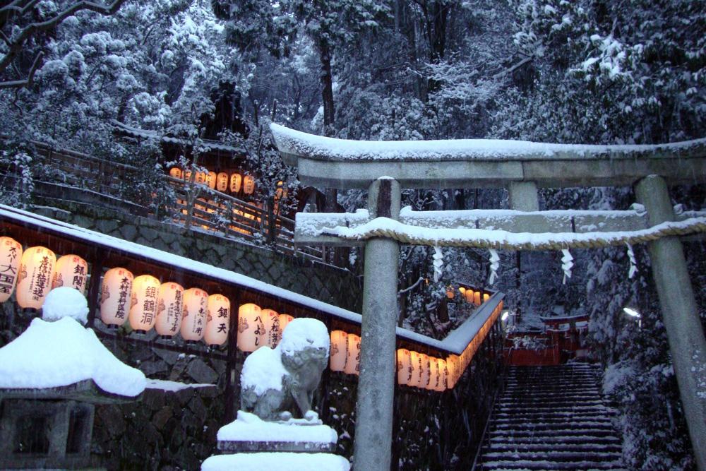 雪の八神社