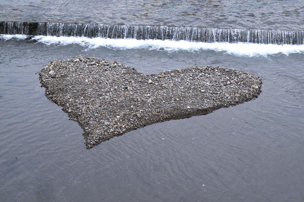 鴨川のハートの写真素材