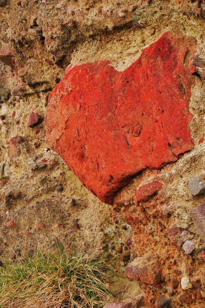 網野町の海のハートロックの写真素材