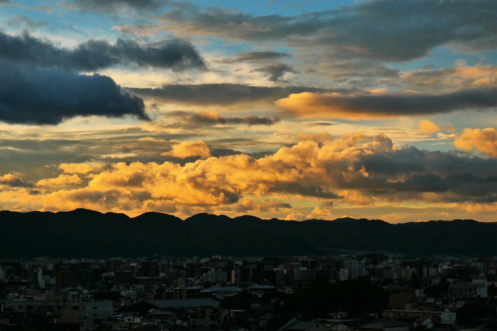 悲田院から見た夕焼空の写真素材