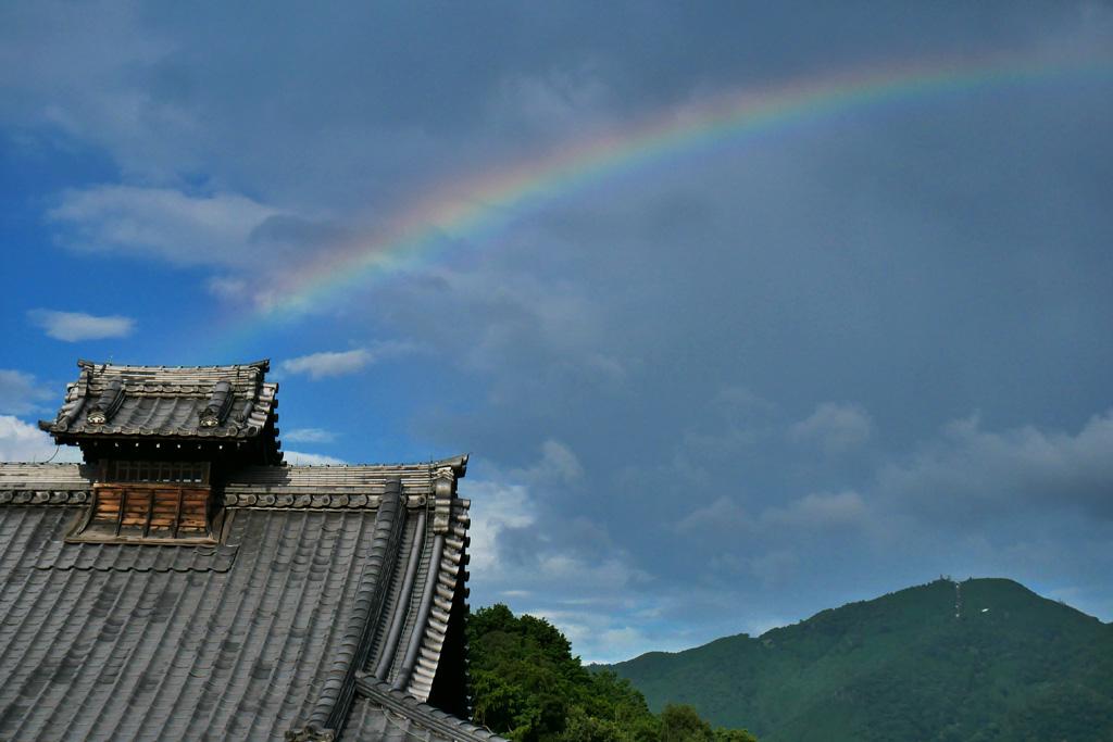虹と比叡山の写真素材