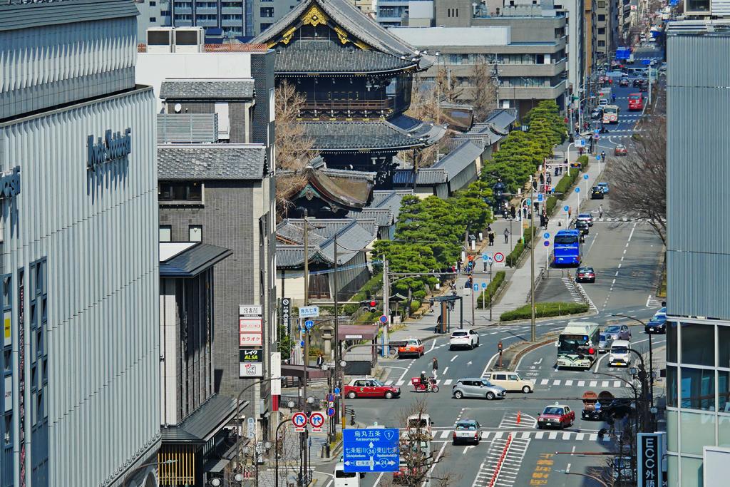 京都駅から見る東本願寺の写真素材
