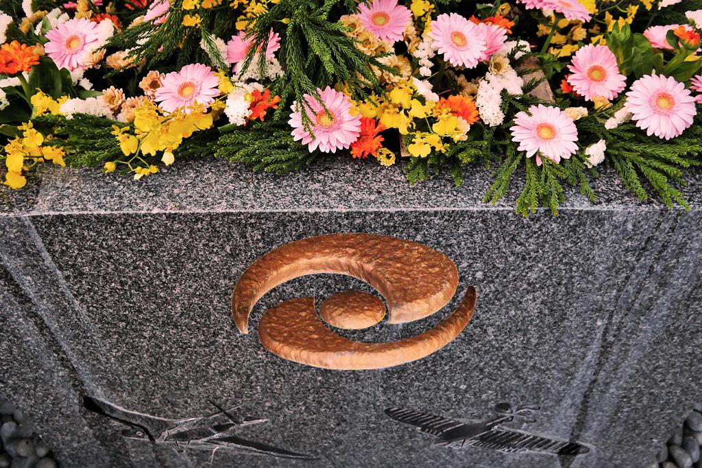 飛行神社の花手水の写真素材