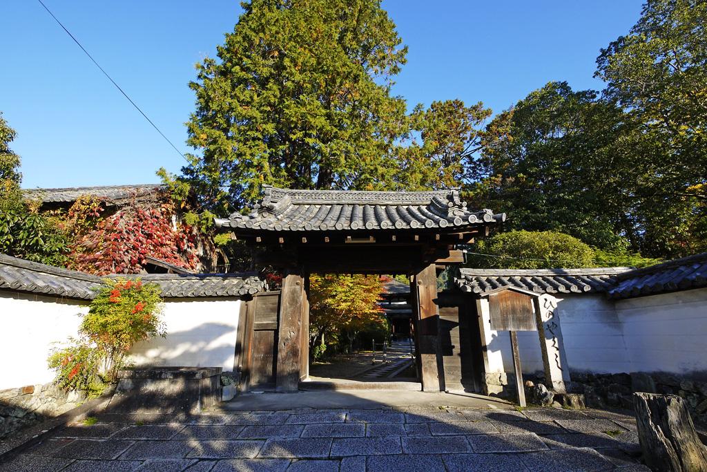 法界寺(日野薬師)の秋の写真素材