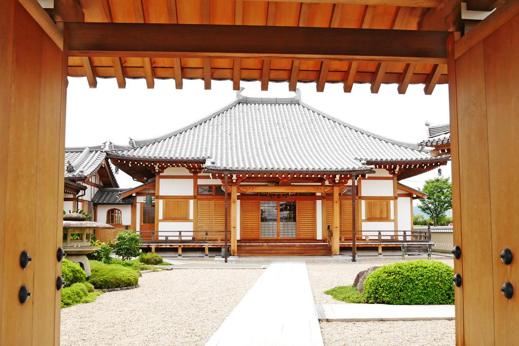 淀水垂町の常念寺の写真素材