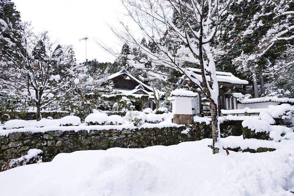 雪 浄蓮華院の写真素材