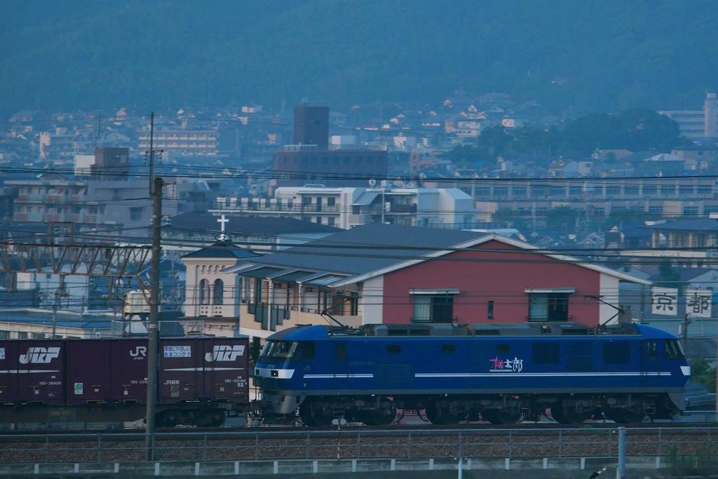山科カトリック教会と電車機関車の写真素材