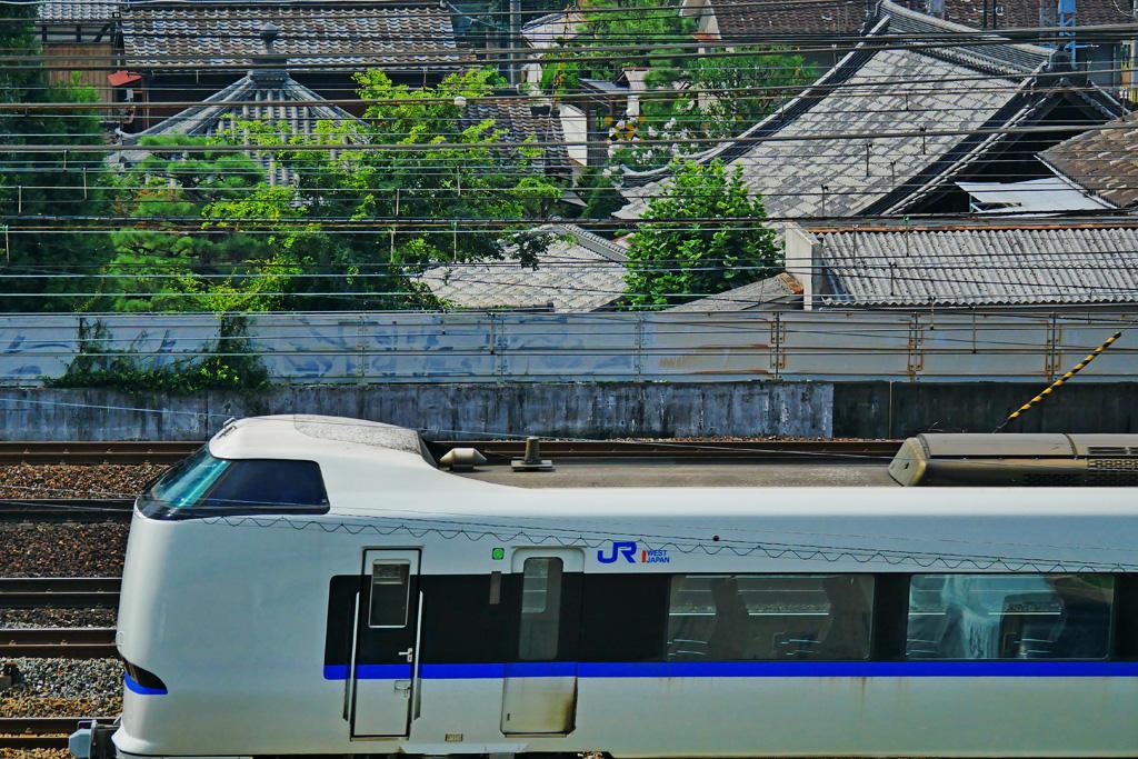 京都山科 特急サンダーバードと円光寺の写真素材