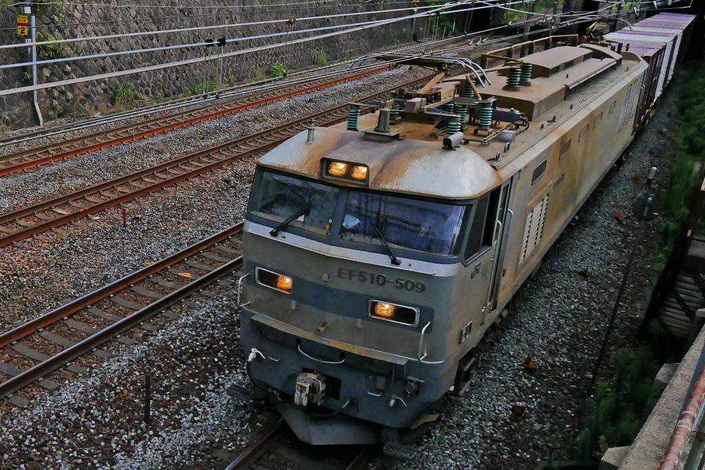 京都のJR貨物列車 EF510-509 銀釜の写真素材