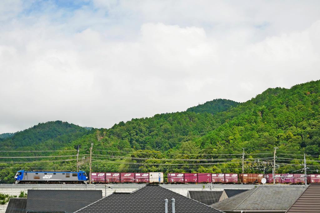 京都山科のJR 電気機関車の写真素材
