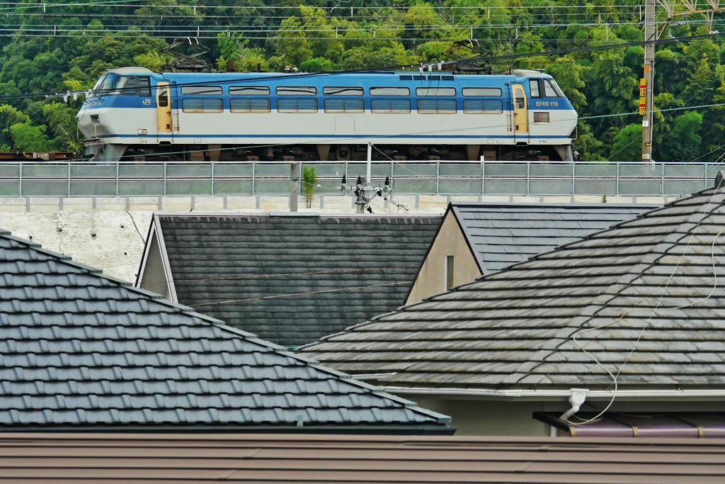京都山科のJR 電気機関車EF66-115の写真素材