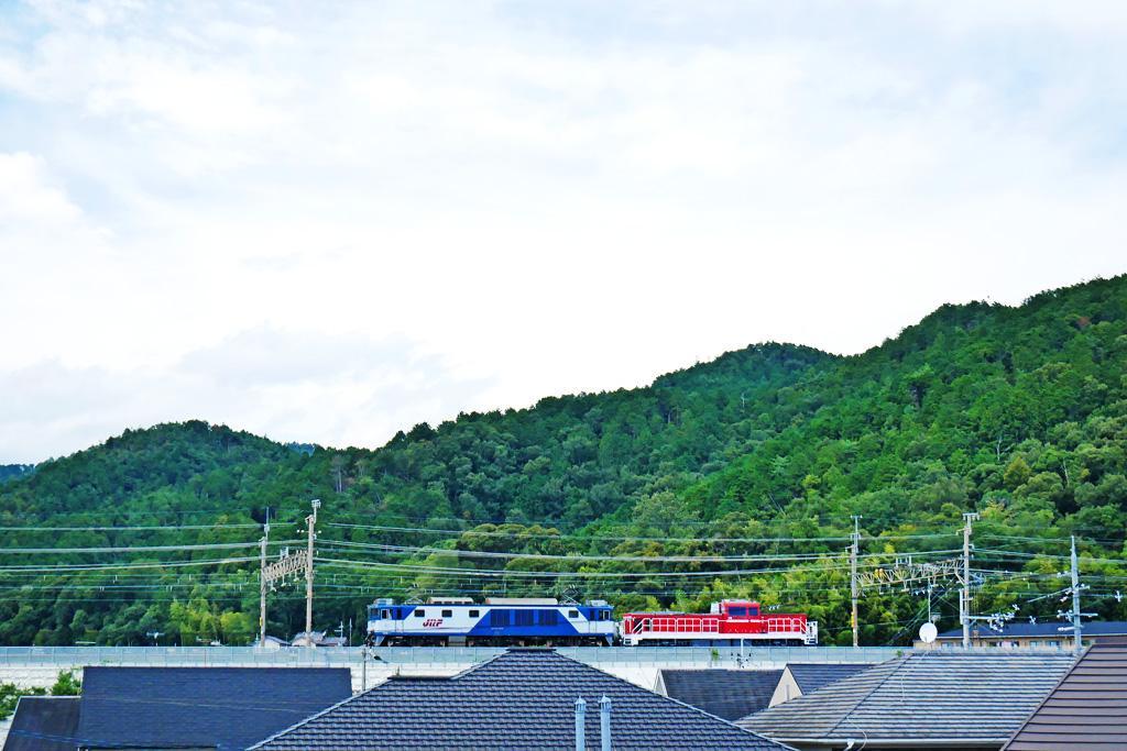 京都山科のJR 電気機関車EF64-1039ムドDD200-4の写真素材