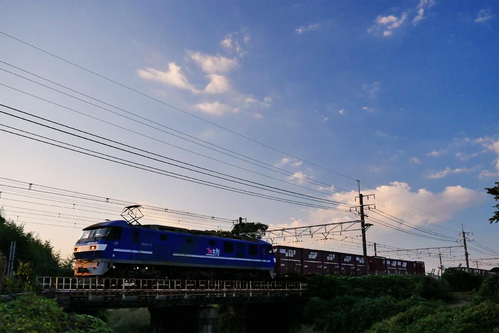 長慶公園で見る電気機関車EF210の写真素材