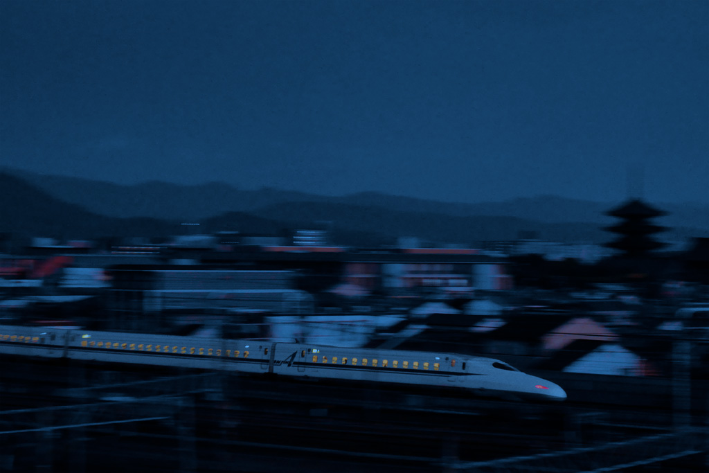 京都 東寺の五重塔と新幹線の写真素材