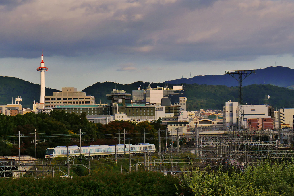 京都の山陰線と京都タワーの写真素材