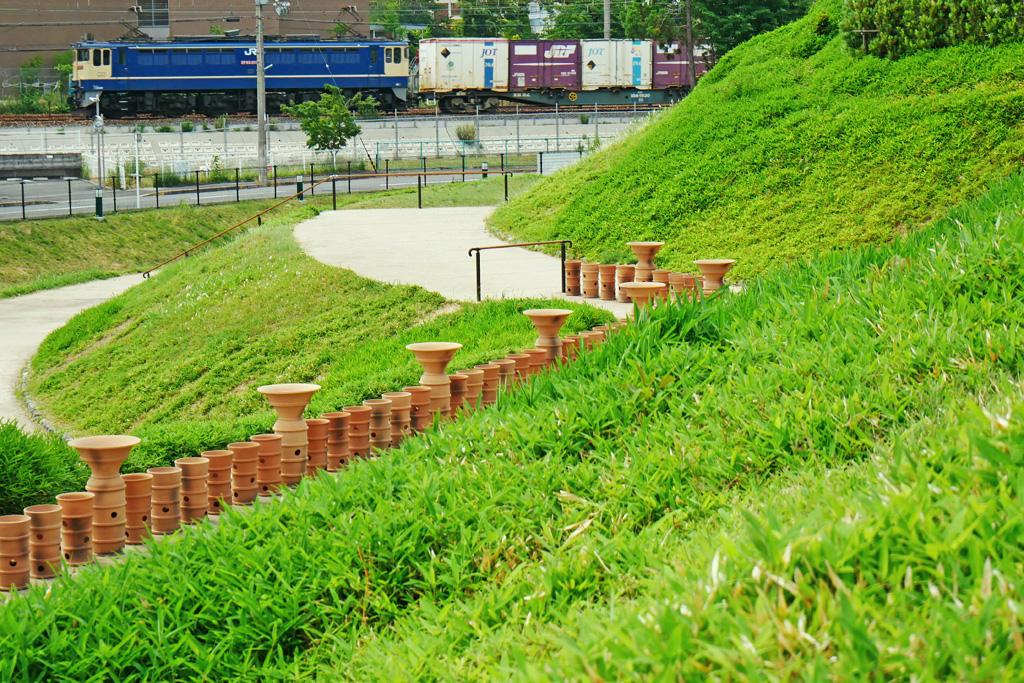 JR京都線 恵解山古墳の写真素材