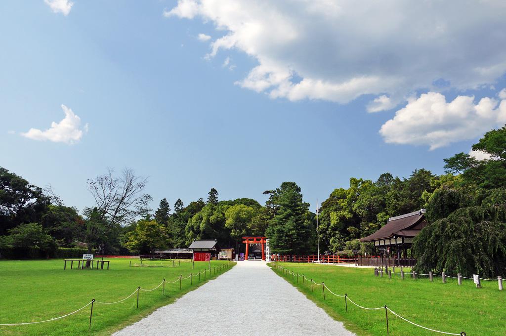 上賀茂神社の参道の写真素材