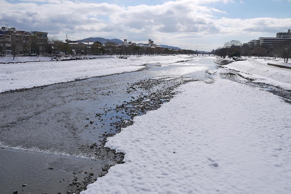 京都 鴨川の雪 無料写真