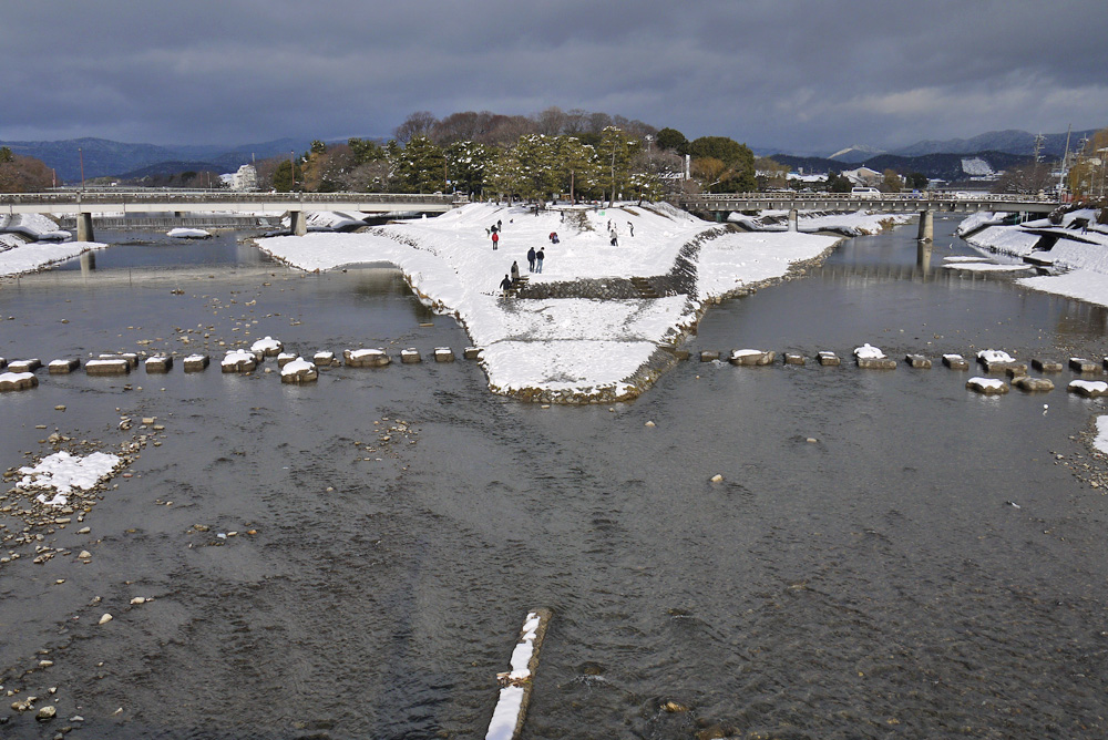 京都 鴨川の雪の無料写真