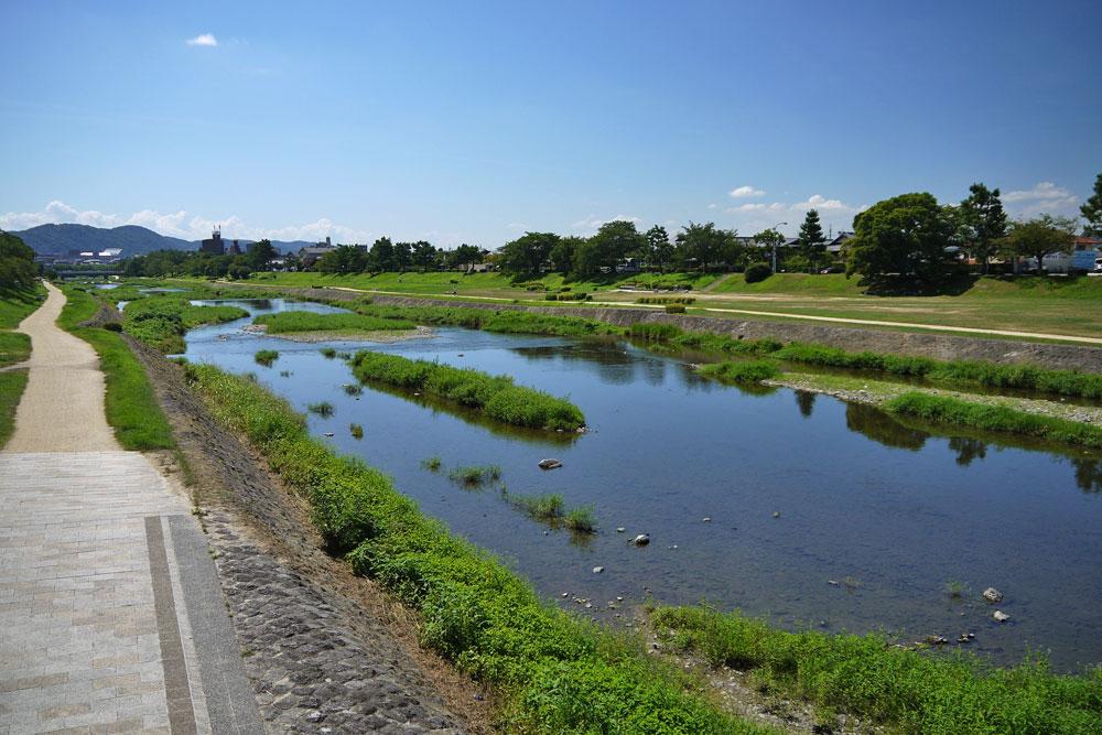 京都 鴨川 出雲路橋の写真素材