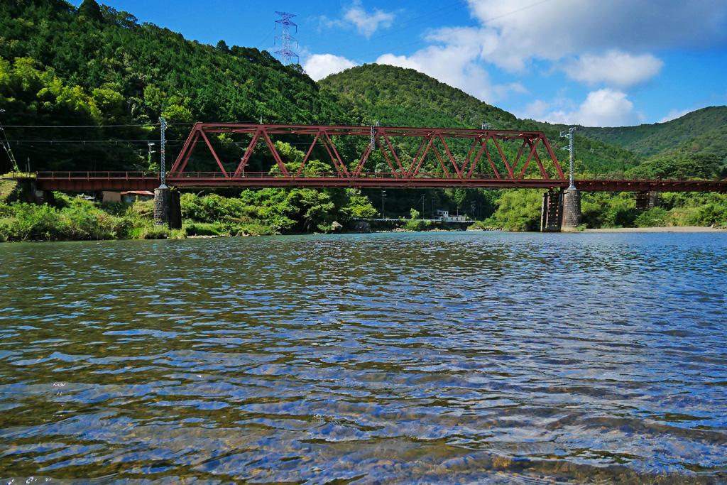 桂川 第二大堰川橋梁の夏の写真素材