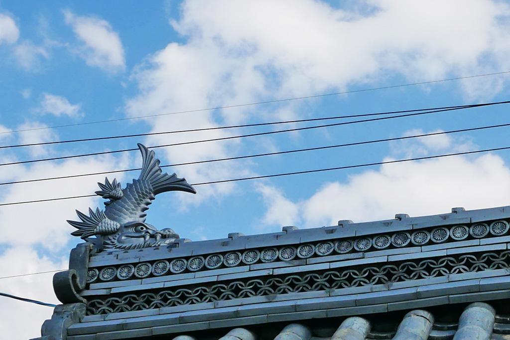 屋根の上の飾りの写真素材