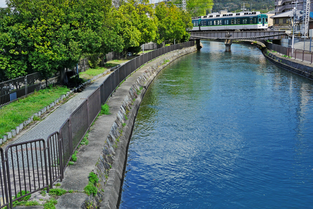 京阪電車と疏水の写真素材
