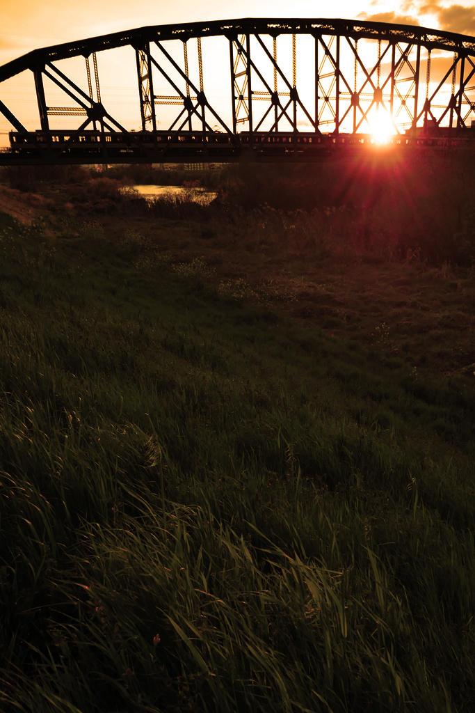近鉄電車と鉄橋の写真素材