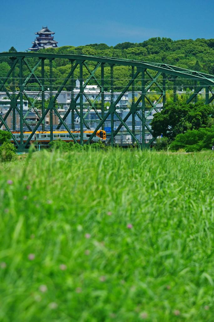 近鉄電車と澱川橋梁と伏見桃山城の写真素材