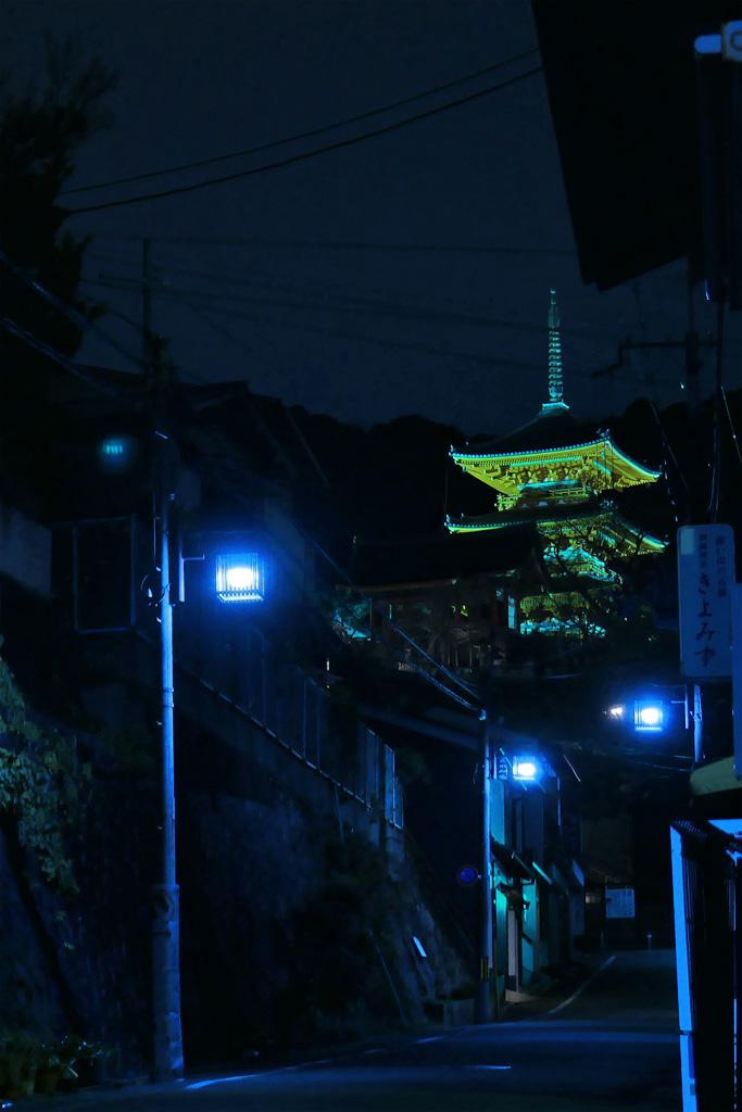 清水寺の三重塔の夜景の写真素材
