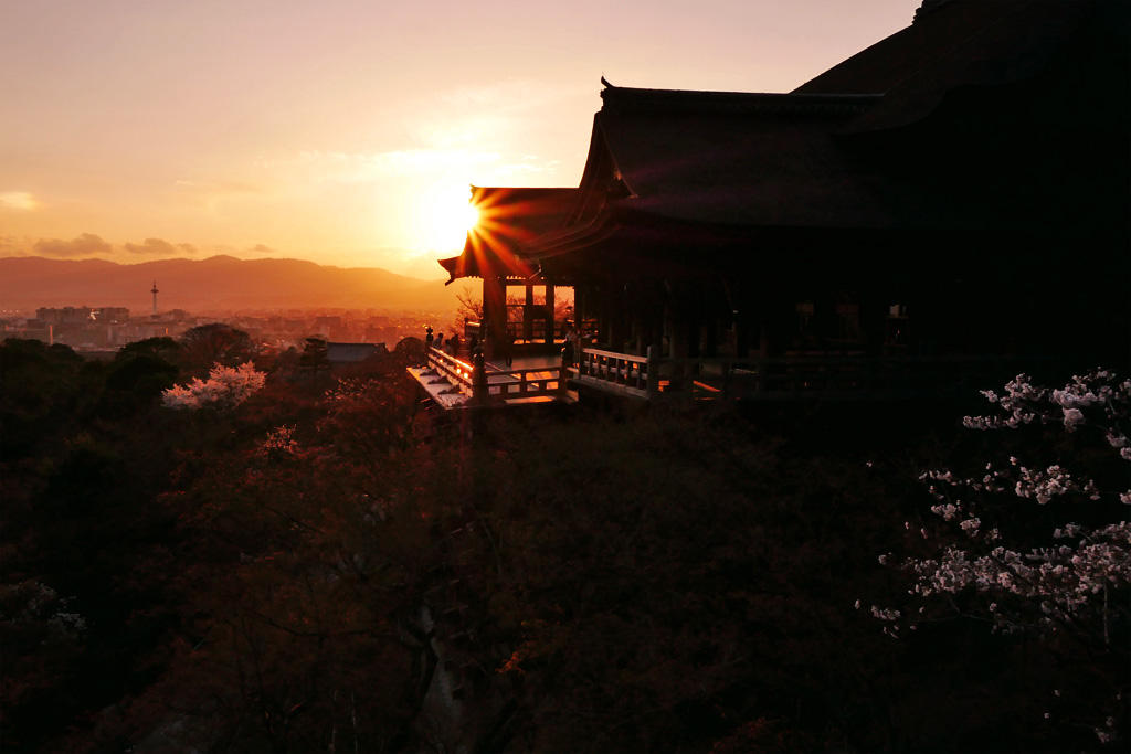 夕日の清水寺の写真素材