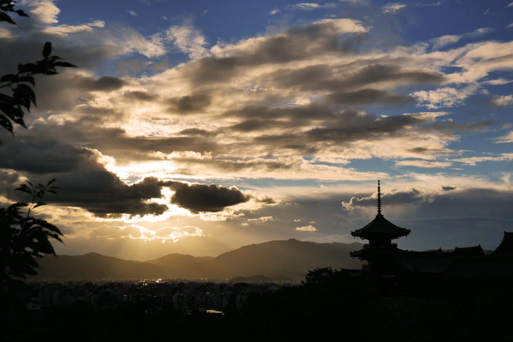 清水寺の夏の夕方の写真素材