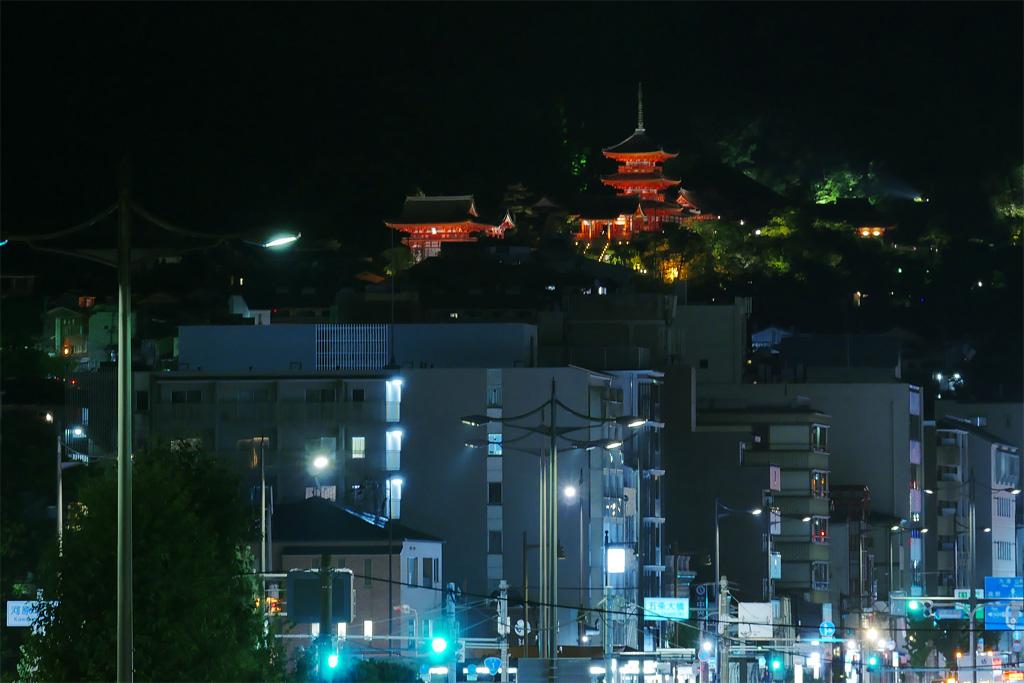 ライトアップの清水寺の写真素材