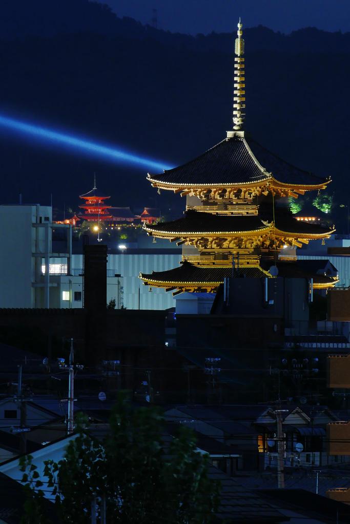 清水寺の夏のライトアップの写真素材
