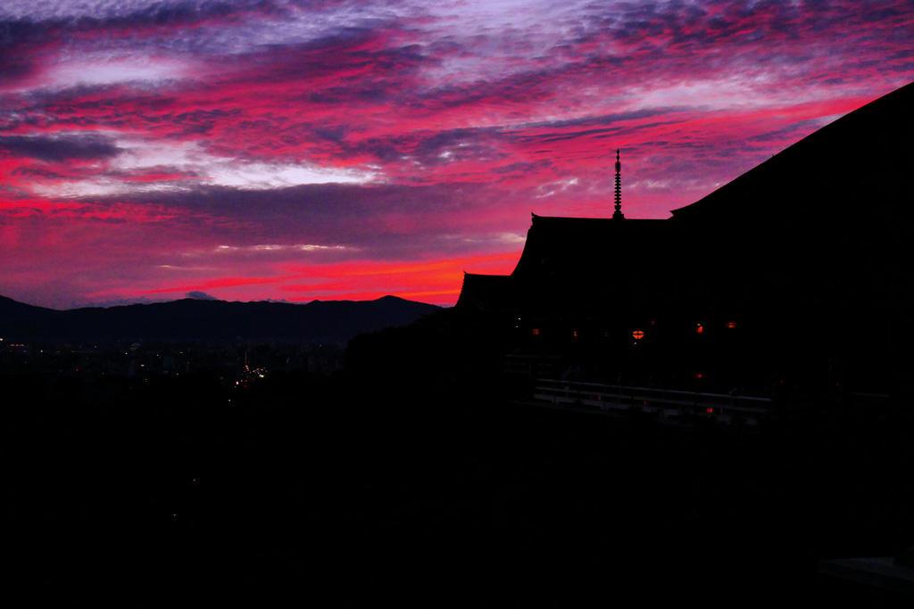 清水寺の夏の夕焼の写真素材