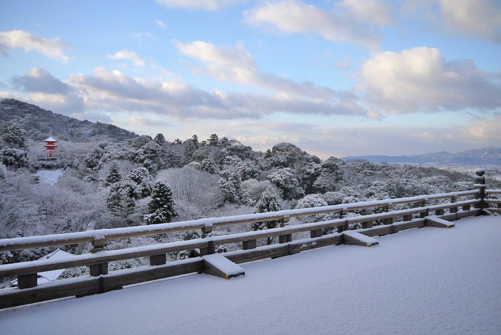清水寺の雪の写真素材