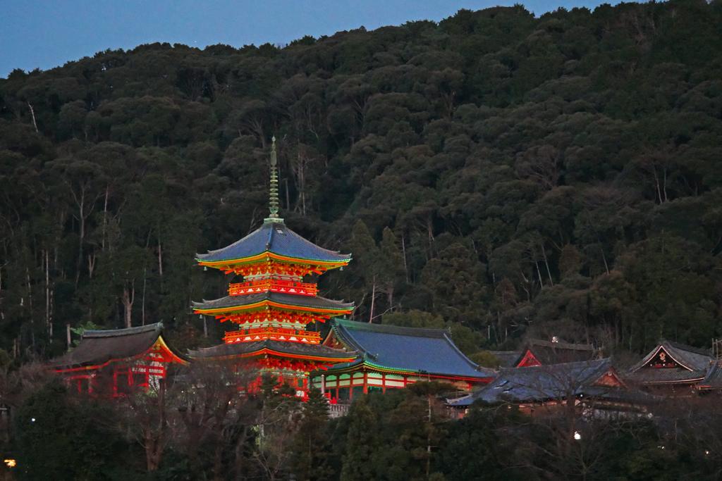清水寺の三重塔と満月の夜景の写真素材