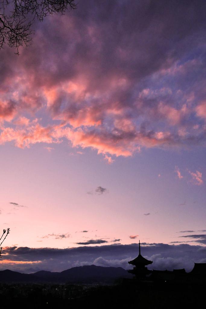 夕焼けの清水寺の写真素材