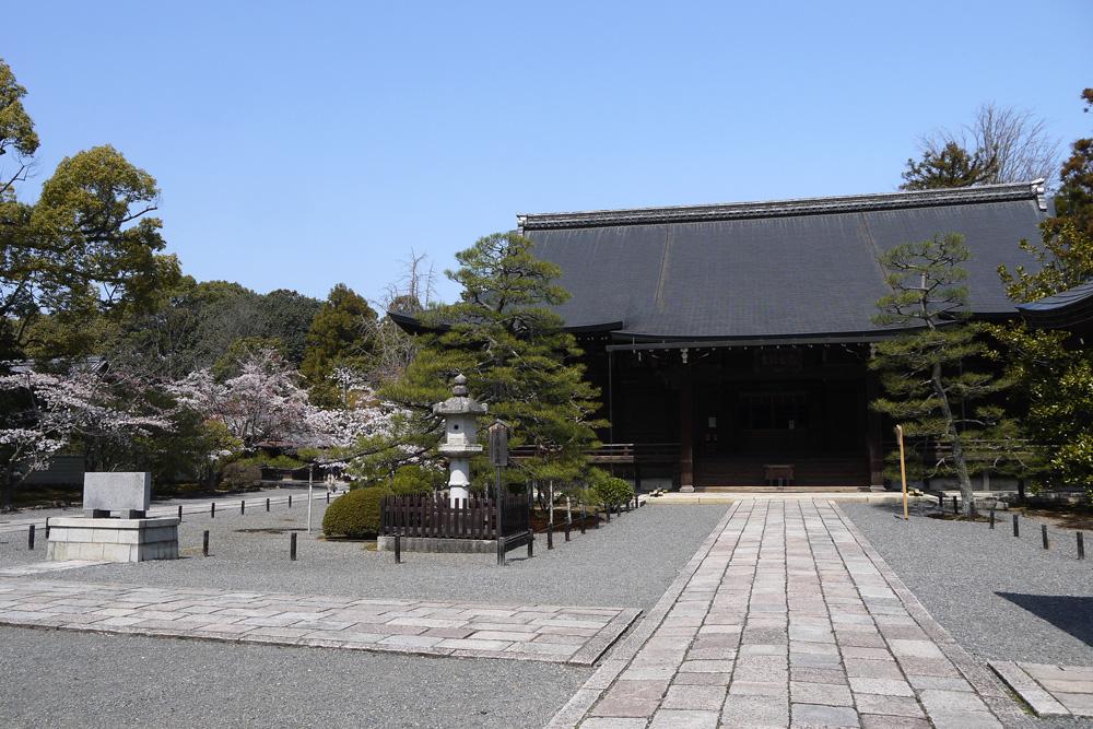 春の広隆寺