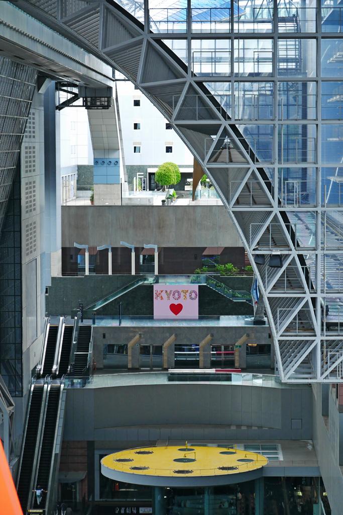 京都駅ビルのハートの写真素材