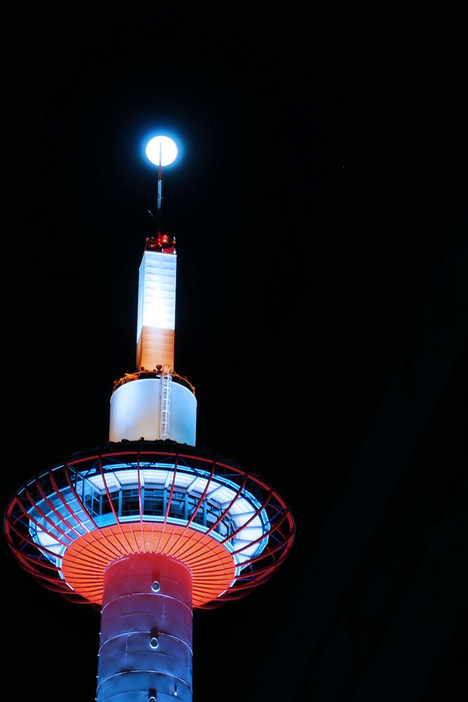 京都タワーと満月の写真素材